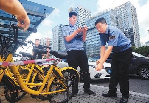 """还敢这样对待""""共享单车""""的人要注意了!已有28人被罚!"""