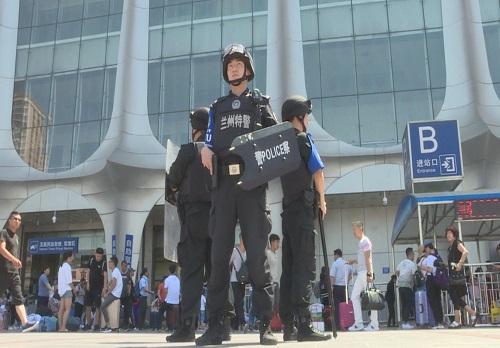 """三伏天,兰州特警PTU巡控处突组很正""""警"""""""