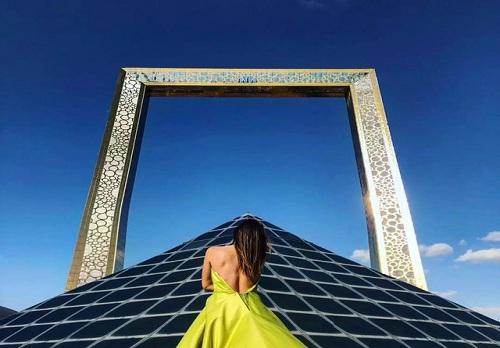 迪拜高150米的相框,还有什么是它装不下的吗?