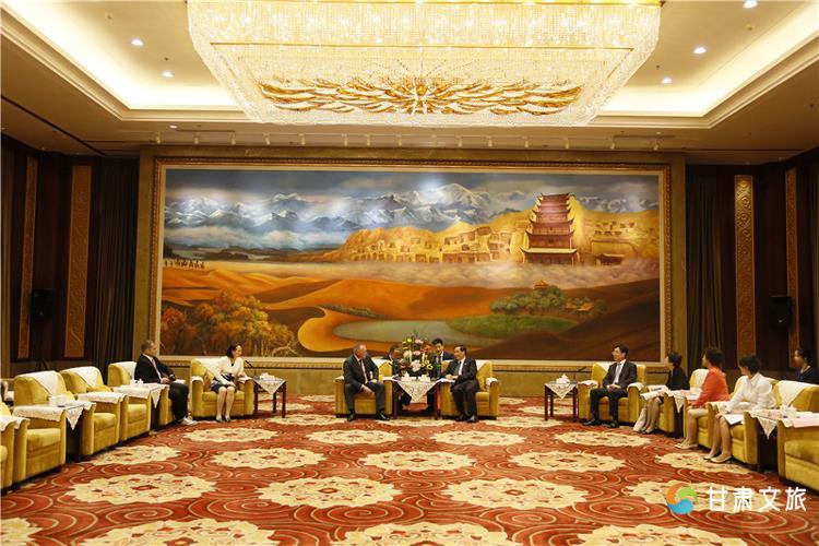 李金早会见敦煌行旅游节主宾国代表